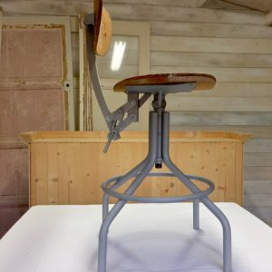 chaise d'architecte après décapage
