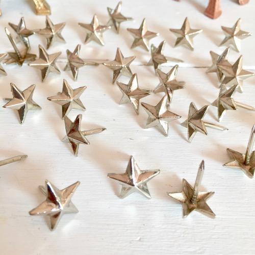 Clous étoile argentés