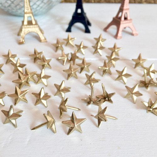 Clous dorés étoile