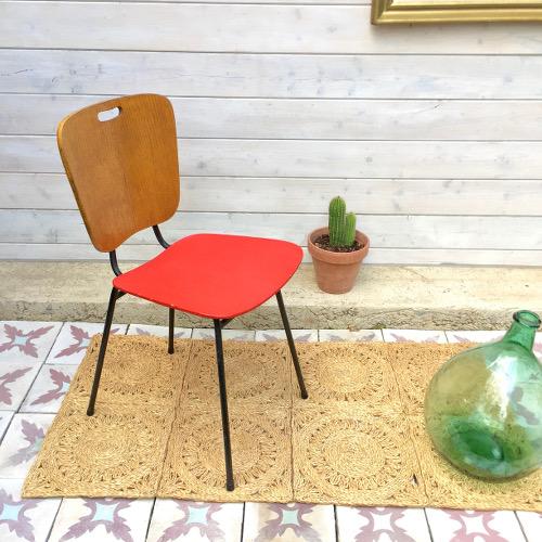 Chaise rouge et bois brocanteandco boutique en ligne for Chaise bois rouge