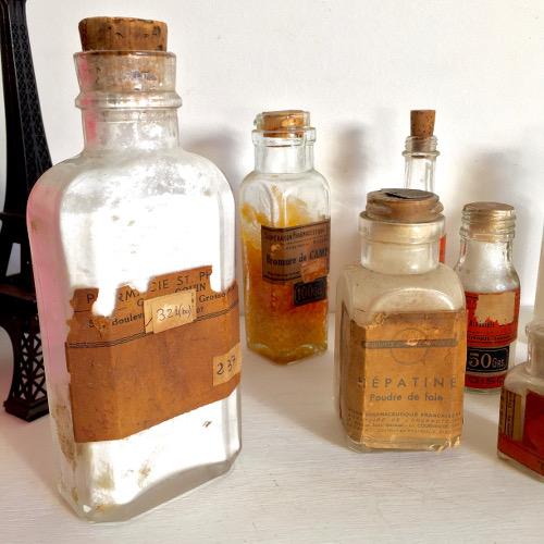 10 Flacons de pharmacie et chimie