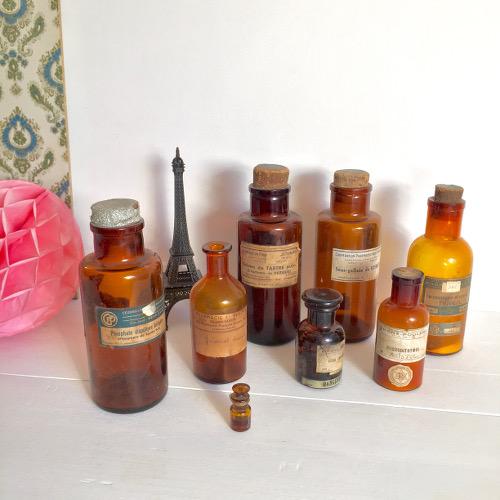 8 Flacons pharmacie chimie