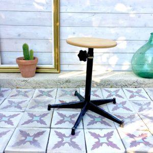 tabouret en bois brocanteandco boutique en ligne de brocante. Black Bedroom Furniture Sets. Home Design Ideas
