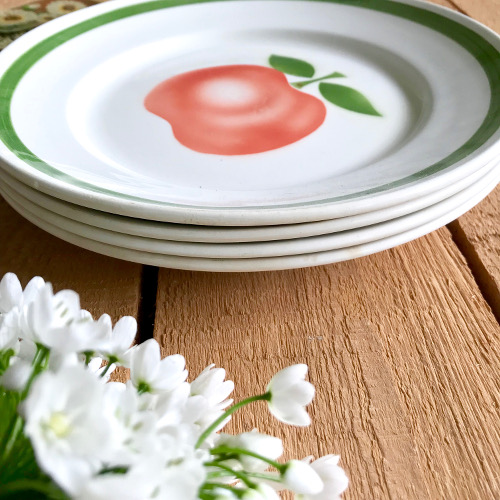 Assiettes plates d cor pomme brocanteandco boutique en for Brocante meuble