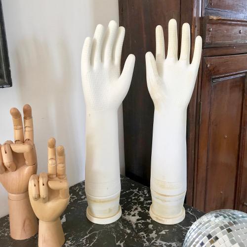 Paire de moules à gants en porcelaine