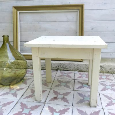Table en bois blanc