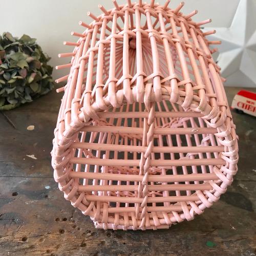Cage en rotin rose