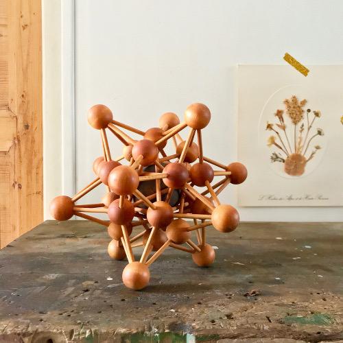 Atome en bois