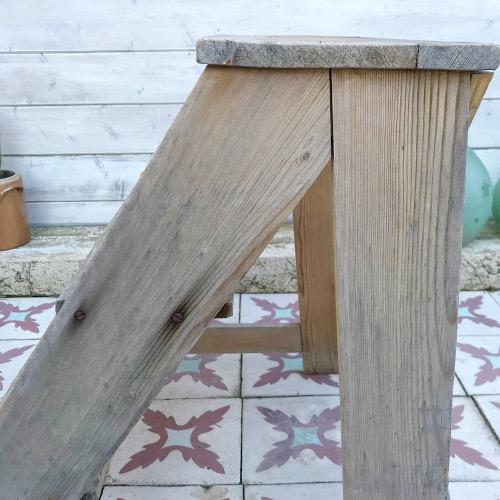 Escabeau en bois brut
