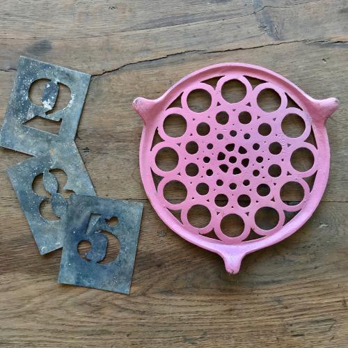 Dessous de plat en fonte