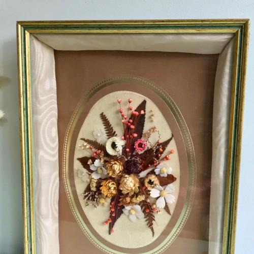 Fleurs séchées sous verre