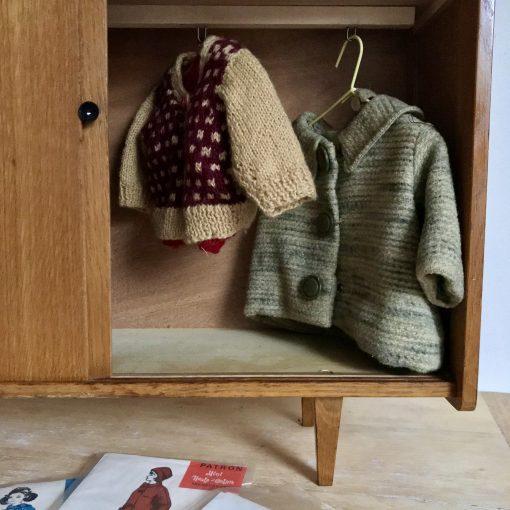 Armoire de poupée