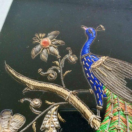 Tableau oiseau brodé