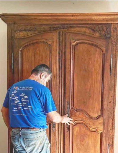 Décapage ancienne armoire - avant
