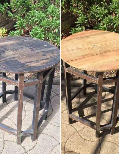 Décapage d'un guéridon en bois - avant et après