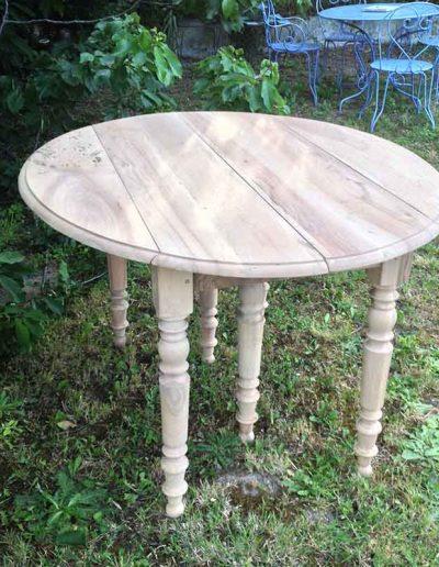 Décapage d'une table ronde - après